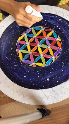 Diy / tutorial painting Mandala Drawing, Flower Mandala, Flower Of Life, Diy Wall Decor, Easy Peasy, Sacred Geometry, Painting Techniques, Diy Tutorial, Paint Colors
