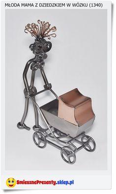 Figurka - Mama z wózkiem na spacerze