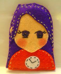 Felt dolls: Broches de Fieltro con forma de muñeca