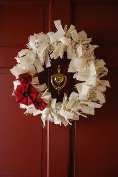 VM designblogg: DIY Homemade Christmas Wreaths, Diy Christmas Decorations Easy, Christmas Wreaths To Make, Burlap Christmas, Christmas Fabric, Holiday Wreaths, Christmas Crafts, Christmas Ornament, Merry Christmas