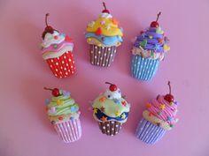Cup cakes modelados em biscuit ou porcelana fria