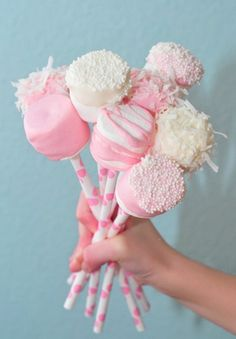 Pink and white marshmallow pops.  #Desert #Food #Style