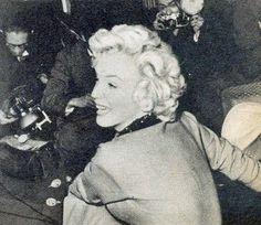 3/02/1954 Conférence de Presse à l'Imperial Hotel - Divine Marilyn Monroe