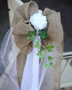 absolutely love this!!!! Girls can we make these??? Burlap and Lace Pew Bows beautiful #wedding