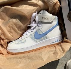 👟Sneakers are authentic ! All the shoes for sale, and I'll always give you the best price and best service ! If you're interested, pls contact me ! Jordan Shoes Girls, Girls Shoes, Souliers Nike, Basket Style, Cute Sneakers, Shoes Sneakers, Air Force Sneakers, Nike Air Force, Nike Socks