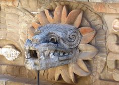 Cabeza de Quetzalcoatl - ケツァルコアトル - Wikipedia