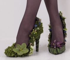 Would go awesome with a lovely poison ivy costume Fantasy Fashion, Mother Nature Costume, Fairy Shoes, Poison Ivy Costumes, Art Beat, Fairy Clothes, Fairy Dress, Fantasy Costumes, Floral Fashion