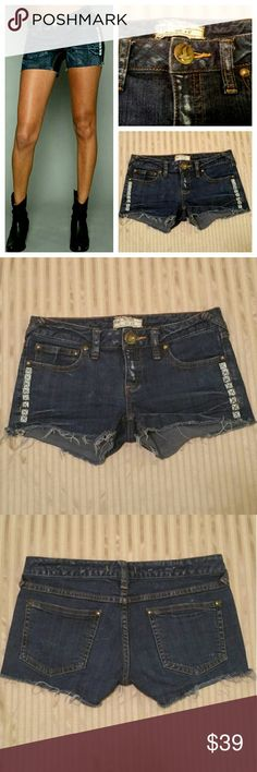 "Free People short denim size w27 Excellent  condition   98% cotton, 2% spandex. 8"" rise,  2"" inseam Free People Shorts Jean Shorts"