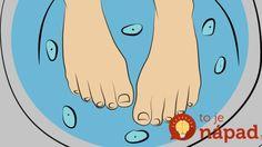 Do vody na nohy pridala niekoľko strúčikov cesnaku. Dôvod môže pomôcť aj vám!