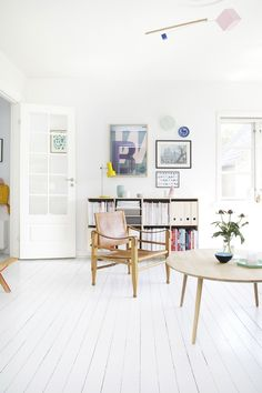 Bright and nordic living room with white floors and colored interior design. Home Living Room, Living Room Decor, Living Spaces, Living Room Inspiration, Interior Inspiration, Design Inspiration, Estilo Interior, Pastel Interior, Home And Deco