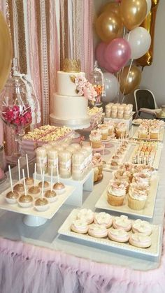 Pink And Gold Birthday Party, 18th Birthday Party, Sweet 16 Birthday, Birthday Ideas, Girl Birthday, Champagne Birthday, Gold Party, Cake Table Birthday, Birthday Cake Decorating