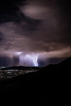 Lightning - (Passing by Scott Barlow). Weather Cloud, Wild Weather, Thunder And Lightning, Lightning Sky, Lightning Images, Lightning Photography, Skier, Night Sky Stars, Outdoor Pictures