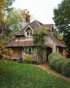 Unique Cottages, Cabins And Cottages, Stone Cottages, Bristol England, Voyage Europe, Second Empire, Cozy Place, Cottage Homes, The Ranch