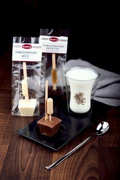 Bengelmann Trinkschokolade - hergestellt aus hausgemachter Schokolade. Weiß mit Eierlikör | Vollmilch mit Baileys-Infusion | Zartbitter mit Grand Marnier | oder auch als reine Schokolade. www.bengelmann.com