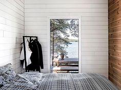 Kesäklassikko – Mökki Högsåran saarella |Design Stories Modern Cabin Interior, Interior Design Living Room, Cottage Design, Cottage Style, Inside A House, Tiny House, Summer Cabins, Weekend House, Home Living Room