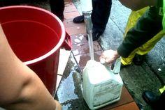 """El Presidente Morales, en la inauguración de 8 puentes en Chawarani-Chiquisaca, se refirió en su discurso a 2000 proyectos de su programa """"Mi Agua"""", sin embargo, en El Alto sigue el racionamiento del agua.    Para mayor información ingresa al siguiente enlace: http://www.comunicacion.gob.bo/sitio/noticias/2012-11-26/morales_inaugura_ocho_puentes_en_chuquisaca_para_evitar_tragedias_por_riadas__8674b17e3b1feb51aa38f75ebb30de19.htm"""