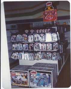 geek with curves: Store shelves stocked with Kenner Star Wars toys Retro Toys, Vintage Toys, Gi Joe, Toy Catalogs, Star Wars Merchandise, Toy Display, Star Wars Action Figures, Star Wars Toys, Thing 1