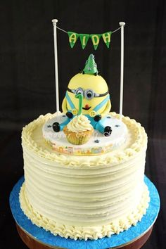 Minion topper on a buttercream frosted cake #minionthemebuttercreamcake #fondantminiontopper
