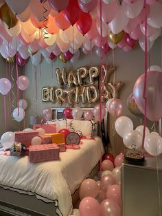 18 Birthday Party Decorations, Birthday Party For Teens, 18th Birthday Party, Diy Birthday, Birthday Ideas, 18th Birthday Decor, 17th Birthday Gifts, Happy Birthday, Birthday Goals