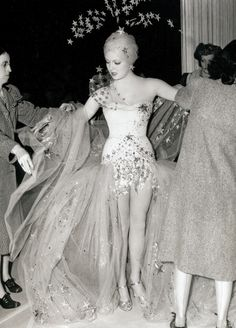 Lana Turner on the set of Ziegfeld Girl Hollywood Party, Old Hollywood Glamour, Classic Hollywood, Old Hollywood Actresses, Ziegfeld Girls, New York Girls, Lana Turner, Beautiful Actresses, Star Wars