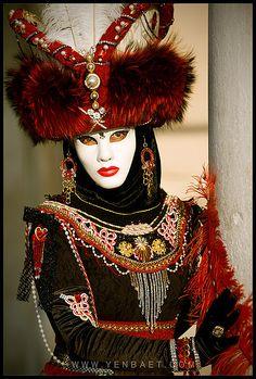 Reine en Rouge et Noir