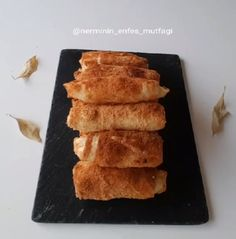 Çok lezzetli şöyle mis gibi börek tarifim var puf puf kabarmış üstelik patatesli, kaşarlı, sodalı, galeta unlu daha ne olsun. Çıtır çıtır özel..