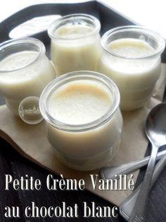 Ces petites crèmes sont bien savoureuse, avec un bon goût de vanille... 500 ml de lait entier 1 gousse de vanille 100 g de chocolat blanc pâtissier 2 CàS de Maïzena Dans un petit bol mettre la maizena avec un petit verre de lait froid, bien mélanger le...