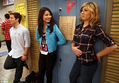 Graduating: Miranda Cosgrove, Jennette McCurdy and Nathan Kress.