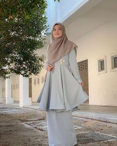 Abaya Fashion, Muslim Fashion, Fashion Dresses, Girl Hijab, Hijab Outfit, Model Kebaya, Muslim Dress, Beautiful Hijab, Designer Dresses
