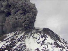 chillan9may16.jpg: Eruption of Nevados de Chillan on 9 May morning (SERNAGEOMIN)