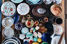 Not sure what cookware and tableware you should check out while visiting Japan? Here are 10 things that are worth bringing back in your suitcase from Japan. Slab Pottery, Ceramic Pottery, Ceramic Art, Ceramic Bowls, Chopstick Holder, Sculpture Clay, Ceramic Sculptures, Japanese Kitchen, Japan Shop