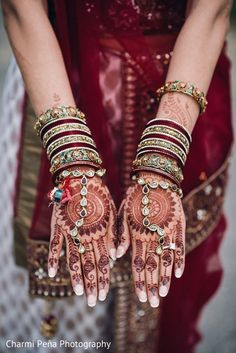 mehndi hands http://www.maharaniweddings.com/gallery/photo/66733 @charmipatelpena