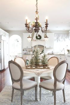 Salle à manger – Christmas Home Tour 2017 – French Country neutral kitchen French Country Dining Room, French Country Kitchens, Country Farmhouse Decor, French Country Decorating, Country Living, Country French, French Decor, French Country Christmas, Rustic French