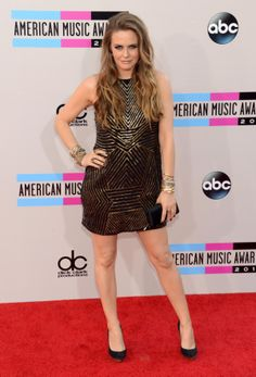 Would Cher Horowitz miss a chance to get all glammed up for the AMAs red carpet? As if! Alicia Silverstone glitters in a black and gold mini as she strikes an expert pose.