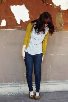 Im Almost Not Crazy - Crazy Shirt - Ideas of Crazy Shirt - I NEED a yellow cardigan ASAP. This one is kind of chartreuseI guess I have one of those.but I need a yellow one! Zapatos Animal Print, Mustard Sweater, Amai, How To Look Pretty, Dress To Impress, Style Me, Cute Outfits, Style Inspiration, Stylish