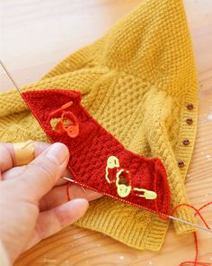 Best 12 WIP photos I posted on Stories while knitting a red cardigan. Knitting process photos of red Alan knit parka. I knitted up, I gathered up to Stories, I gathered. Body in the first half ~ Direct pocket mouth to sleeve attachment. Knitting Dolls Clothes, Crochet Doll Clothes, Knitted Dolls, Knitted Bags, Crochet Dolls, Knit Crochet, Knit Cardigan Pattern, Red Cardigan, Crochet Converse