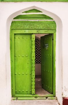 This door is very similar in design to the doors we used to have in #UAE. Looks like it's a middle -eastern thing ;)