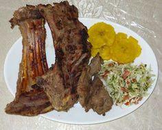 Pelibuey asado con tostones y ensalada. Nicaraguan Food, Meat, Salads, Recipes
