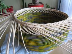 16) Zavírka Farah1 - Pedig a košíky Basket Weaving Patterns, Paper Basket, Rattan, Projects To Try, Home Decor, Baskets, Hampers, Wicker, Bricolage