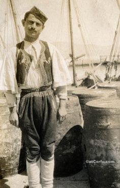 Corfu old photos-worker in the port Greek History, Famous Photographers, Where To Go, Old Photos, Travel Guide, Greece, Folk, The Past, Statue