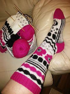 marisukat oma Crochet Socks, Knitting Socks, Knit Crochet, Project Life Scrapbook, Thick Socks, Slipper Boots, Boot Cuffs, Marimekko, Knitting Projects