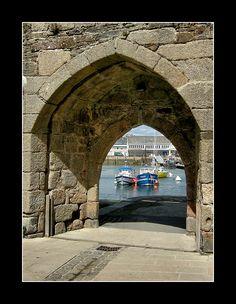 La porte aux vins - rempart de la ville close de Concarneau - Bretagne