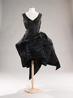 omgthatdress:    Evening Dress    Yohji Yamamoto, 1997-1998    The Metropolitan Museum of Art