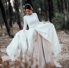 Take a look at the best Winter Wedding dresses 2017 in the photos below and get ideas for your wedding! The 5 winter wedding color schemes that are going to be all over the 2016 to 2017 winter wedding season! Ruben Hernandez Costura, Dream Wedding Dresses, Wedding Gowns, Lace Wedding, Vestidos Vintage, Dream Dress, Wedding Bells, Perfect Wedding, Wedding Styles