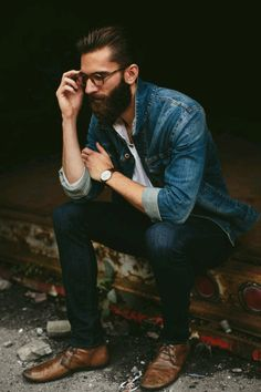 Are you just done growing a beard? It's time to style your beard flaunt it. Are you just done growing a beard? It's time to style your beard flaunt it. Moda Hipster, Hipster Noir, Style Hipster, Hipster Man, Rugged Style, Style Casual, Casual Wear, Trendy Mens Fashion, Stylish Men