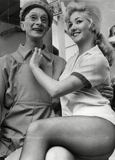 Charles Hawtrey and Leigh Day in 'Carry On Cabby' - 1963 British Actresses, British Actors, Actors & Actresses, British Artists, Sidney James, British Comedy, English Comedy, British Humour, Marilyn Monroe Photos
