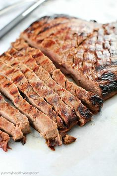This Asian Marinated Flank Steak has few ingredients but tastes AMAZING! Super simple and doesn't take long to cook, but is flavorful, juicy and tender. Asian Flank Steak, Marinated Flank Steak, Good Steak Recipes, Beef Recipes, Family Recipes, Healthy Comfort Food, Healthy Snacks, Comfort Foods, Healthy Eats