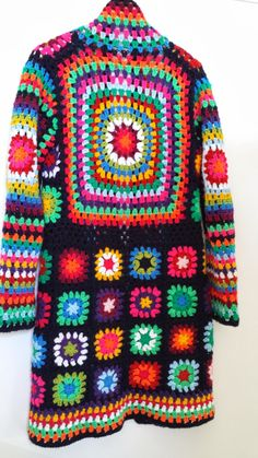 49 New Ideas For Crochet Granny Square Jacket Pattern Inspiration Diy Crochet Granny Square, Crochet Diy, Crochet Jacket, Crochet Cardigan, Love Crochet, Crochet Shawl, Crochet Squares, Granny Squares, Gilet Long