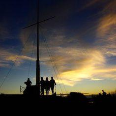 Flagstaff Hill Historic Reserve es una reserva con una colina de bastante altura desde la cual se puede divisar en 360 grados todo lo que forma parte de Bay of Islands la Bahía de las Islas. Además de poder sacar fotos muy lindas con el ocaso después de éste y ya en medio de la oscuridad comienzan a salir los kiwis aves insignia de Nueva Zelanda. Los kiwis son aves gorditas y lentas que no pueden volar. Gracias a que los seres humanos introdujeron tantos animales de otros lugares de nuestro…