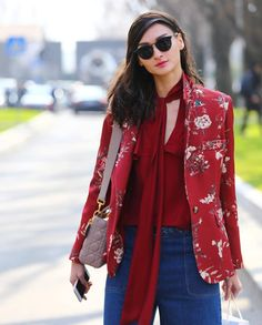 Must Have: Os casacos florais compõem looks femininos e elegantes! Use com a blusas de babados!  SHOP NOW: http://www.amissima.com.br/
